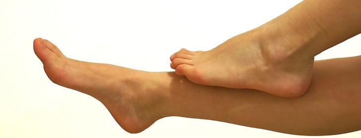 rimedi contro le caviglie gonfie